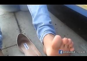 Estudiante Se Quita Las Zapatillas - Má_s Ví_deos »_ Lecheras.me