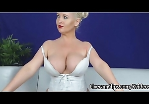 Surprising Sexy Momma'_s Big Bouncing Boobies On Webcam!