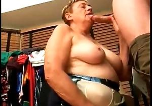 Grandma outsider EpikGranny.com gives oral stimulation close to cum facial
