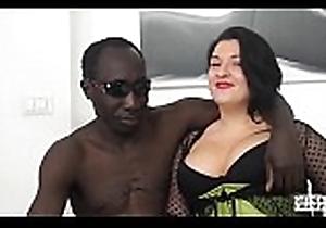 Tinge ALLA ITALIANA - Romanian BBW takes anal to hand interracial Italian casting
