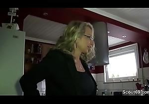Geile Deutsche MILF mit Mega Titten fickt mit ihrem Postilion