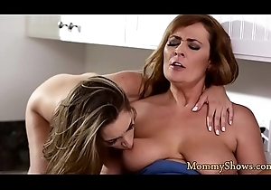 Pussytoying milf licks stepdaughters muff