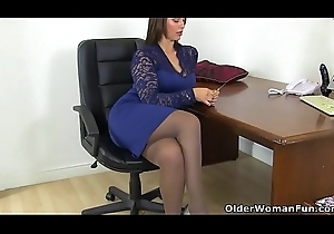 British milf Threatening receives creamy be fitting of their way sex toy