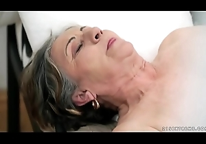 Elderly queasy pussy filled thither youthful cock