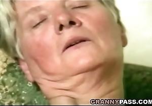 Deutsche Fette Oma Masturbiert Mit Sex-toy